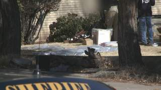 Feds_seize_nearly_1500_in_gun_raid_544430000_20130131183522_320_240