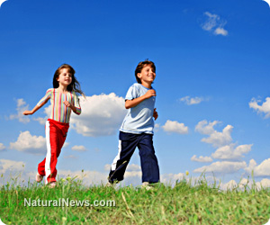 Kids-Children-Play-Outside-Happy-Exercise