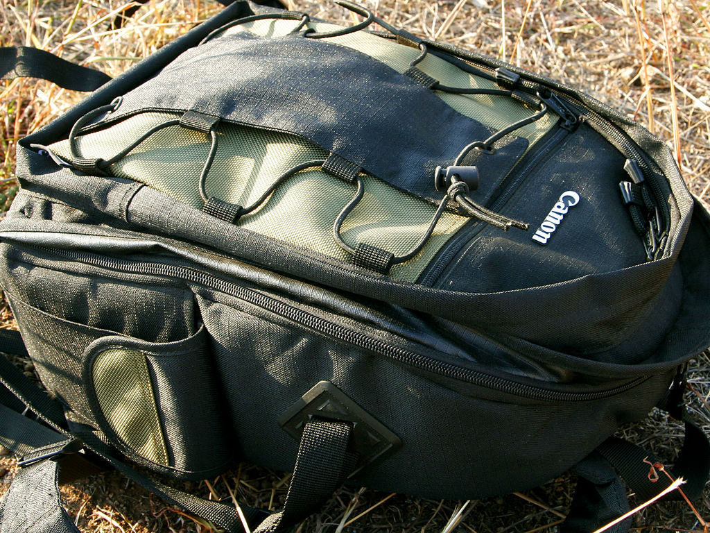1024px-Canon-Deluxe_Backpack-200-EG