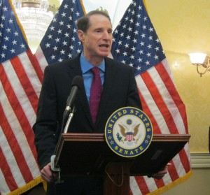 Sen-Ron-Wyden-speaking-300x279
