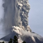 Mount-Sinabung-Volcano-Erupts-Again-Thousands-Flee-and-Crops-Destroyed-650x487