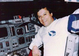Former NASA Engineer Claims He Saw a NINE FOOT Alien on 1991 Space Mission