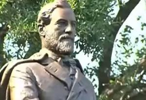 Dallas Protesters Pretend to Pull Down Confederate General Robert E. Lee Statue