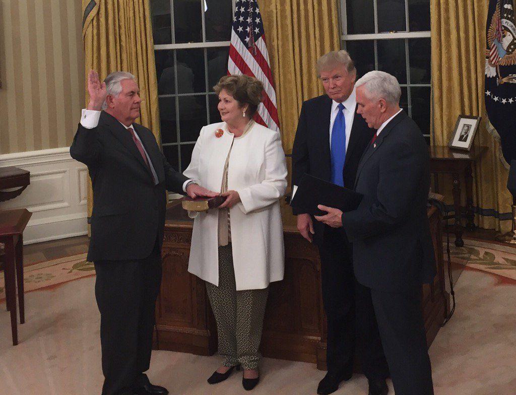 Tillerson_sworn_in